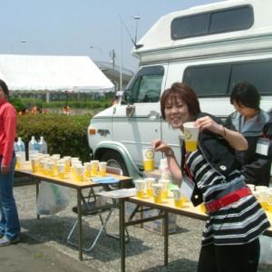 給水ボランティアも楽しんでいました。