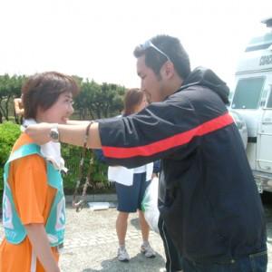 フィリピンの子どもからの参加者へのプレゼント。手作りの首飾りです。